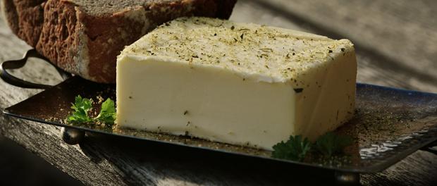 Tučné máslo můžete nahradit třeba nízkotučnou pomazánkou