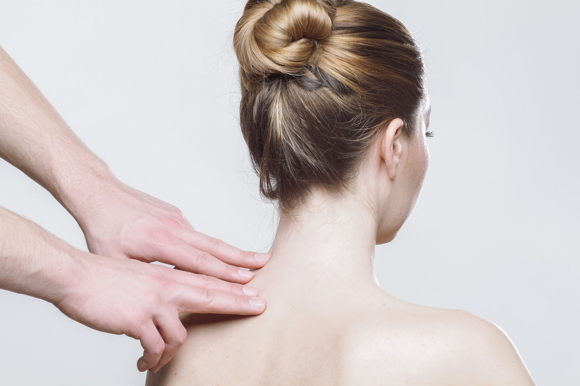 Masáž pomáhá odstranit nepříjemné bolesti zad