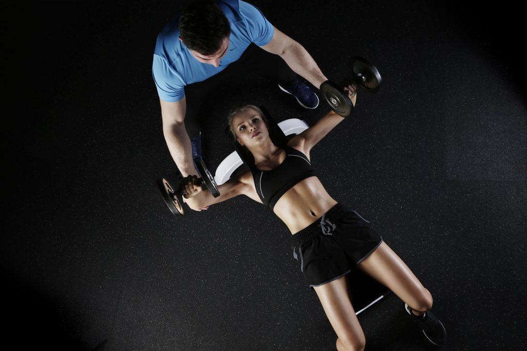 Posilování s fitness trenérem