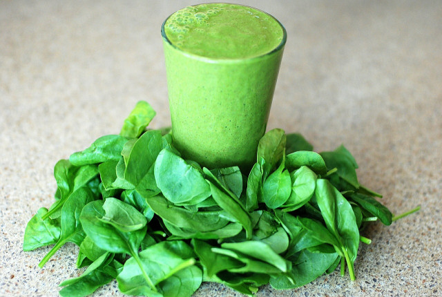 4 jednoduchá zelená smoothie