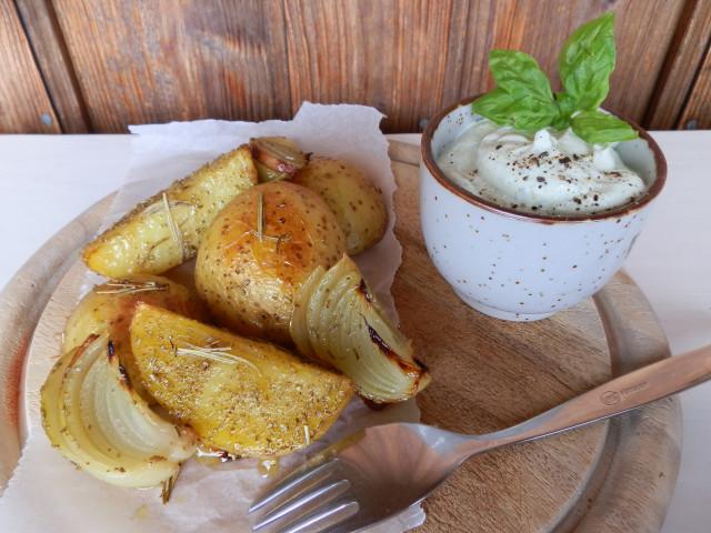 Pečené brambory s bazalkovým krémem