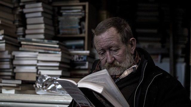Milujete čtení před spaním? Vyberte správné světlo.